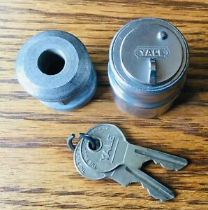 1920s 1930s Spare Tire Lock W yale Keys Vtg Exterior Accessory
