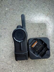 Motorola Dlr1060 2 Way Radio Walkie Talkie With Charger