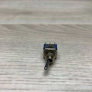 Dialight 570 21 Bat Style Pc Mount Toggle Switch Dpdt On on 5a 125v