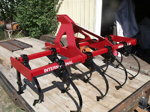 7 International Vibrashank Field Cultivator