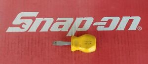 Snap On Tools Stubby Flat Tip Yellow Hard Handle Screwdriver Sdd1