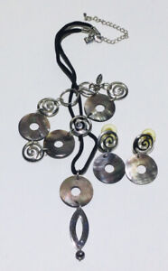 Cookie Lee Set Necklace Bracelet amp; Earrings Set Of Silver Tone amp; Abalone Shell $6.90