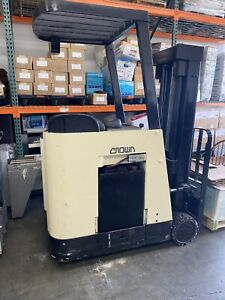 Crown Rc 3000 Forklift Good Condition Charger And Brand New Battery