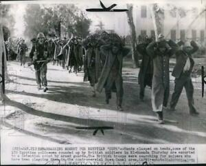 1952 Press Photo British Troops Round Up Egyptians During War In El hamada