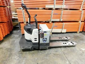 Crown Pe4000 60 Stand up Walk ride Pallet Jack With Charger Very Good Condition