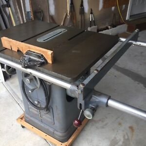 Delta 10 Inch Unisaw In Excellent Condition