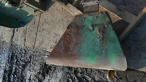 John Deere 3020 Right Fender Item 0618