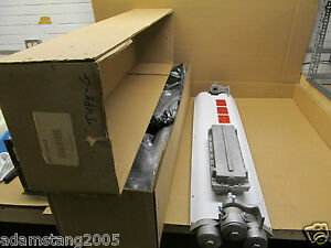 New Phoenix Lfx232 277 Explosion Proof Fluorescent Light Fixture 277v 32 Watt