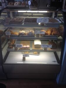 Bakery Room Temperature Display Case