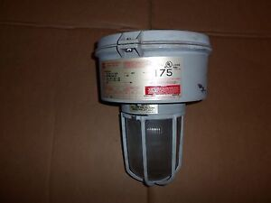 Crouse Hinds Vmvm175 mt Explosion Proof Light Lamp 175w 120 208 240 277v Two