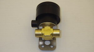 Swagelok B 92f2 c Brass Toggle Valve 1 8 In Fnpt Nc Actuator