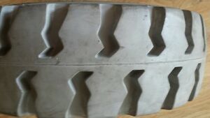 21x7x15 Non Marking Solid Press On Forklift Tire