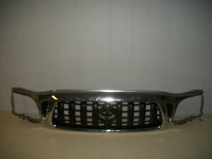 Toyota Tacoma Front Grille Grill 01 02 03 04 2001 2002 2003 2004 Used