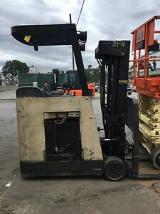 Crown Rc3020 30 Counterbalance 36 Volt Electric Stand Up Forklift 4 Stage