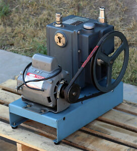 Sargent Welch Scientific Co 1402 Duo seal Duoseal Belt driven Vacuum Pump