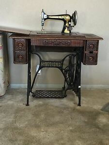 1900s Singer Peddle Sewing Machine