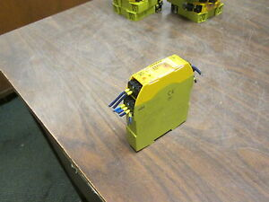 Pilz Safety Relay Pnoz S4 24vdc 3n o 1n c 24vdc 2 5w Used