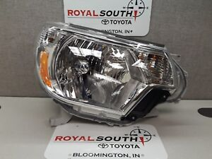 Toyota Tacoma 2012 2015 Right Front Headlight Genuine Oem Oe