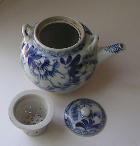 Vintagte Chinese Tea Pot Blue White Porcelain