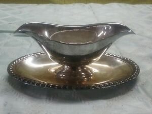 Vintage Wm Rogers Silver Plated Gravy Sauce Boat W Attached Under Tray T37