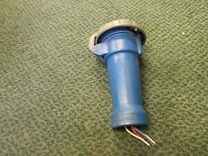 Hubbell Plug 530c2w 60a 250v Watertight No Wire Clamp Used