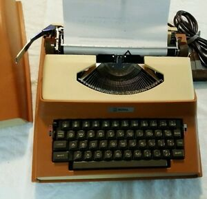 Vintage Royal Litton 1969 Apollo 10 gt Portable Electric Typewriter