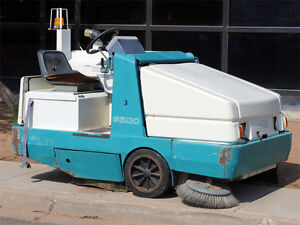 Tennant Company 6500 Power operated Cleaning Machine Equipment Street Sweeper