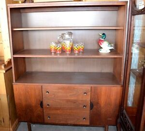 Stanley Furniture Mid Century Modernism Console Breakfront Walnut Glass Doors