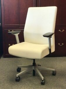 Siento Mid back Executive Chair In Leather By Steelcase White Leather