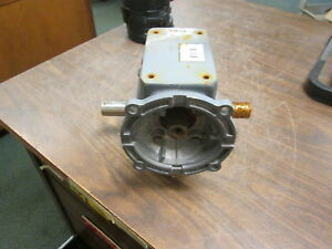 Boston Gear Reducer F724 40 b5 h Ratio 40 1 1 08hp In 1206 In lb Torque Out Used