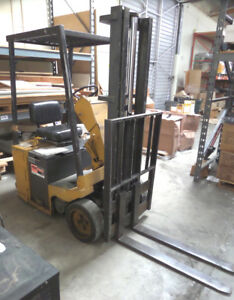 Clark Electric Forklift Tw 25 With Charger 2 500 Lb Capacity 14 3 stage Mast
