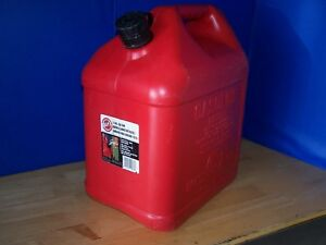Blitz 5 Gallon Gas Can Model 11833 Easy Pour Very Nice Condition