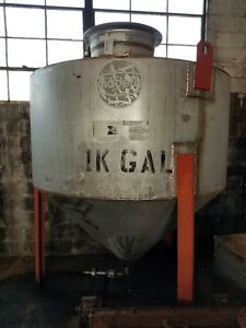 650 Gallon 304 Stainless Steel Cone Bottom Tank