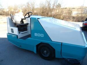 Tennant 800 Sweeper Low Hrs Totally Serviced