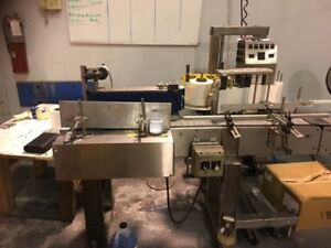 Used Wrap Labeling Machine To Label Round Bottles