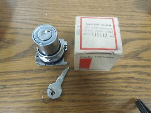 Cutler hammer 10250t15112 2 Pos Keyed Selector Switch Maintained Cam 1 Surplus