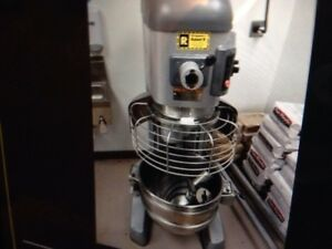Hobart 60 Qt Legacy Mixer 15 000 00 New 5 Yrs Old