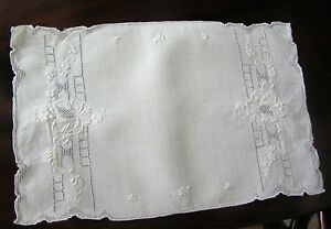 Antique Linens Appenzell Table Runner 8 Placemats