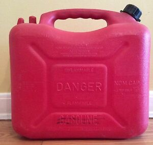 Vintage wedco 5 8 Gal Red Plastic Gas Can Old Style Spout Vented