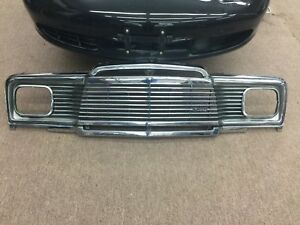 Jeep Wagoneer Front Grill