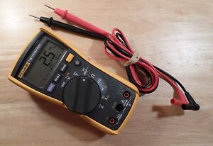 Fluke 115 True Rms Electrical Multimeter Very Good Condition 92601260