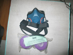 Scott Half Mask Respirator Dust Paint Welding Size Small With Filters New Price