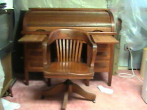 Antique Oak Roll Top Desk In Good Condition With Chair Pull Out Writing Panels