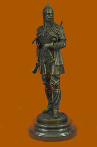 Hand Made Hot Cast Turkish Persian Prince With Dagger Rifle Gun Bronze Statue