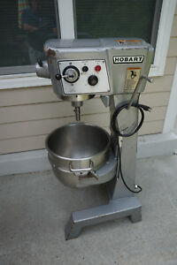 Hobart Model D300t 30 Qt Mixer 115 Volts Plus Attachments Bowl