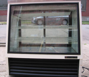 True Commercial Refrigerator Deli Case Refrigerated Meat Cheese Display Cooler