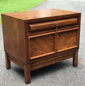 American Of Martinsville 2 Drawer Walnut Nightstand Mid Century Modern End Table