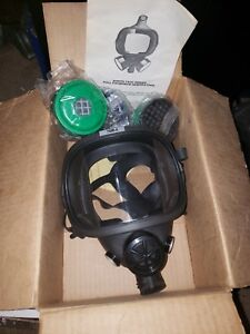 North Safety 7600 Series 7600 8 Dual Cartridge Full Face Respirator Mask