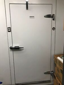 Commercial Walk In Box Cooler With Floor Refrigeration Used One Year