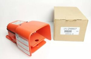 W12 New Linemaster Heavy Duty Foot Switch Spdt Contact Form 2w807 531 swh